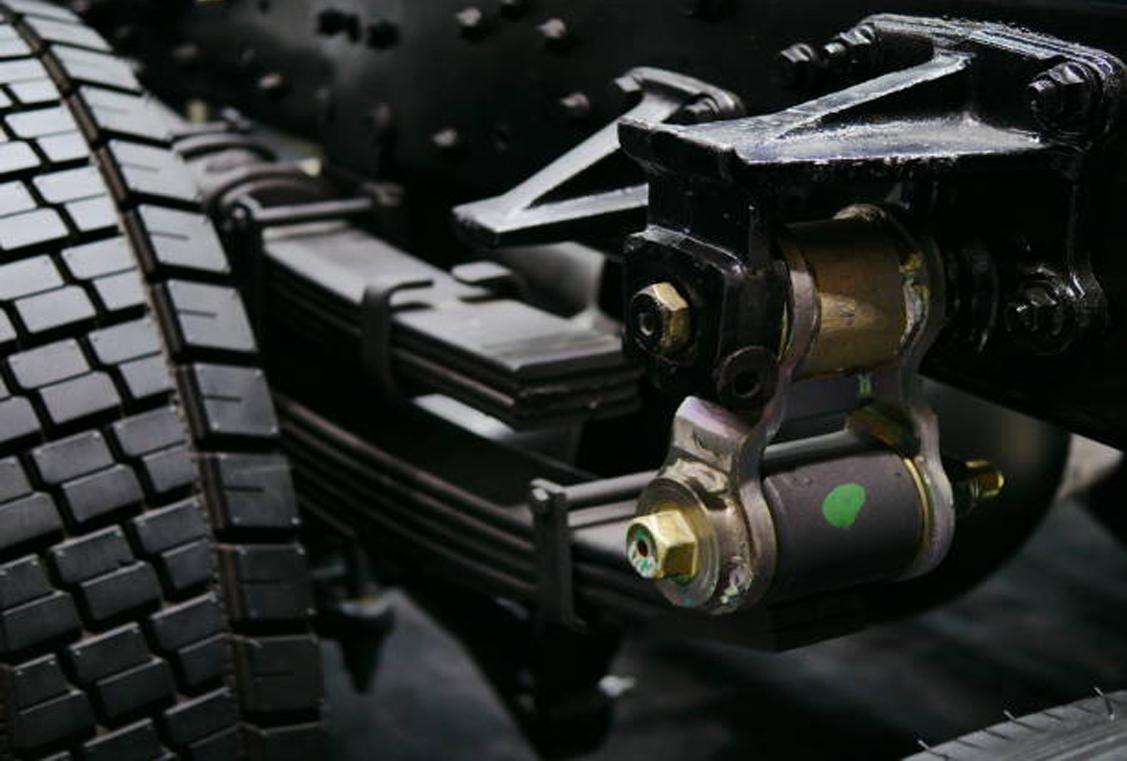 ¿Cómo funciona el sistema de suspensión en los vehículos pesados?